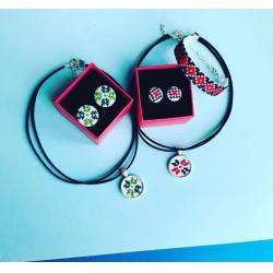 Doua seturi de accesorii traditionale
